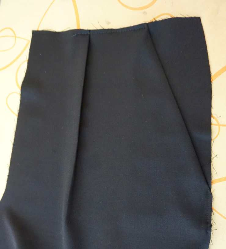 left front pant with slant pocket